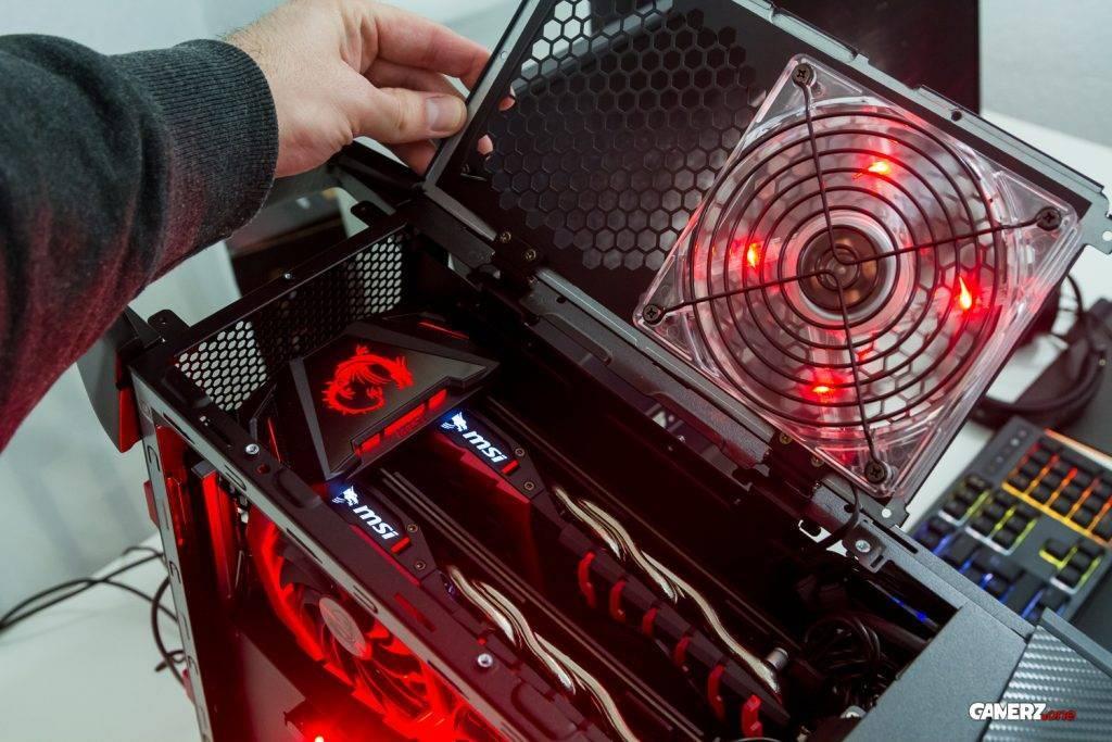 Das Herz des MSI Aegis Ti 3 ist freigelegt: Der Blick auf zwei wunderschöne 1080GTX und die SLI Bridge von MSI