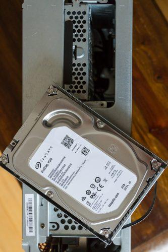 Die 2TB Festplatte - herkömmlich, aber nicht lahm, Dank des 16GB Optane Caches von Intel!